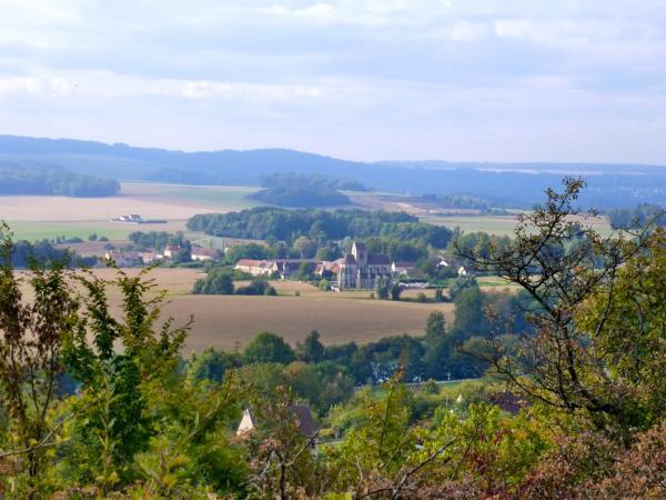 La vallée avec église de Mézy